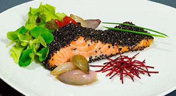 LaScamperia-FILETTO-DI-SALMONE-IN-CROSTA-DI-SESAMO-NERO-165.jpg